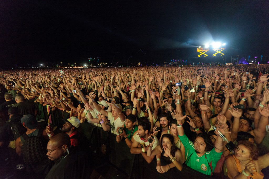 Crowd for Snoop Dogg and Dr. Dre