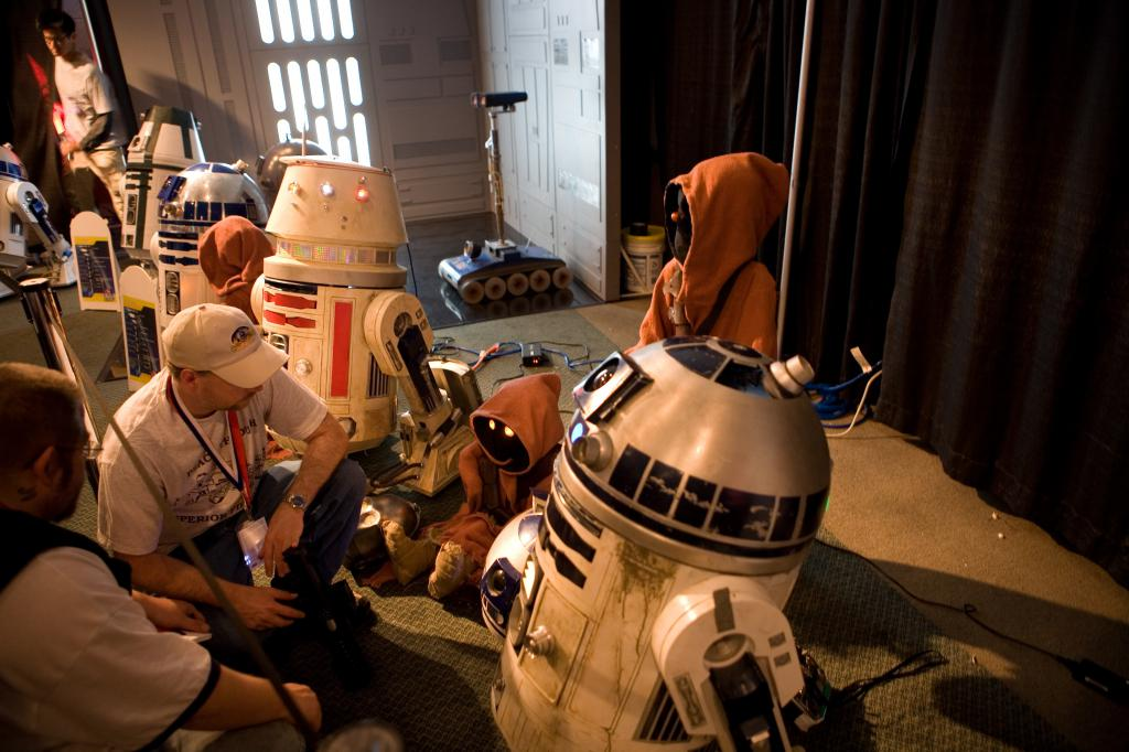 R2 and Robot Crafters