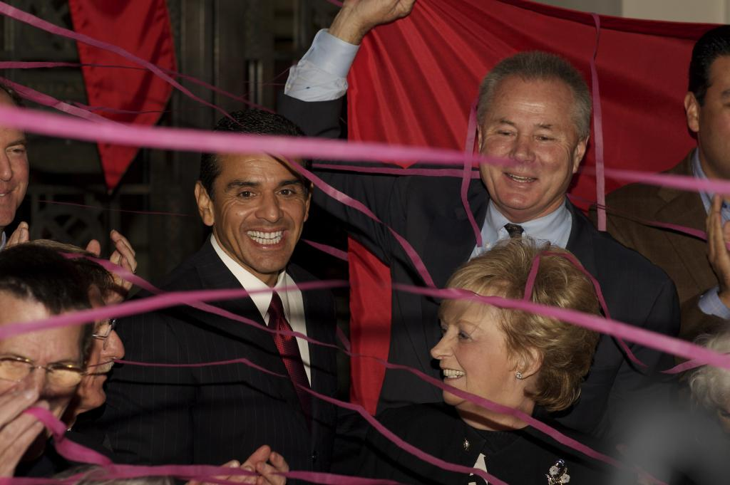Villaraigosa and LaBonge ribbon cut