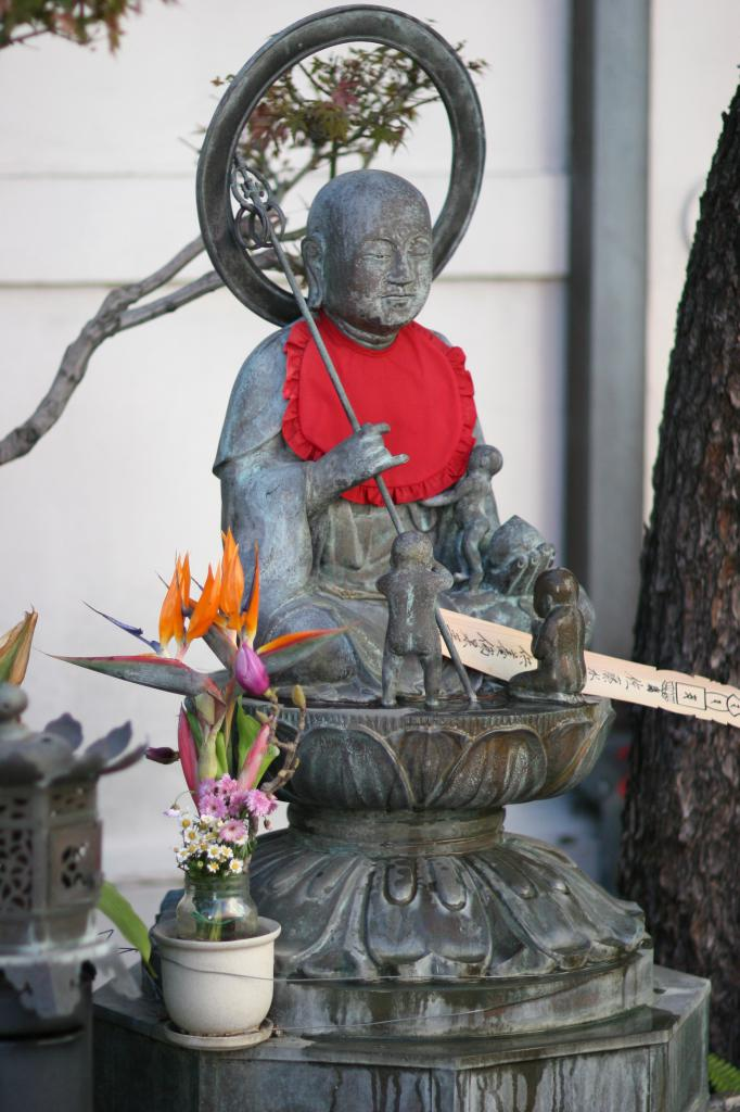 buddah and flowers